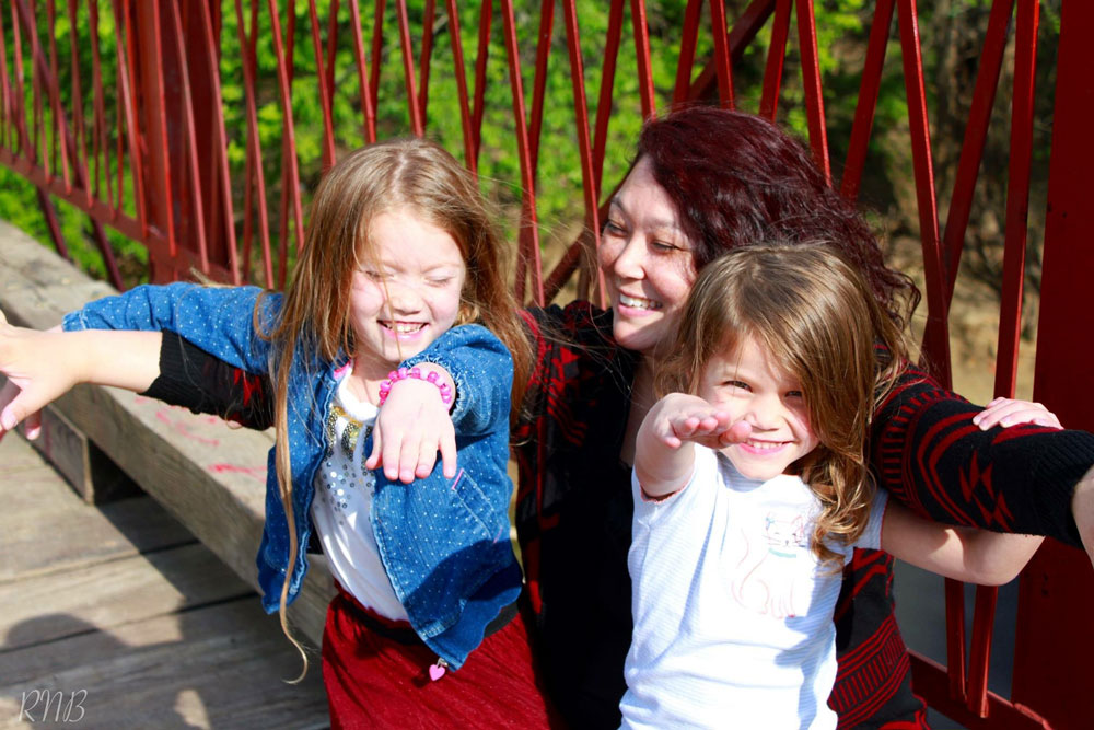Linda Farrell with her daughters